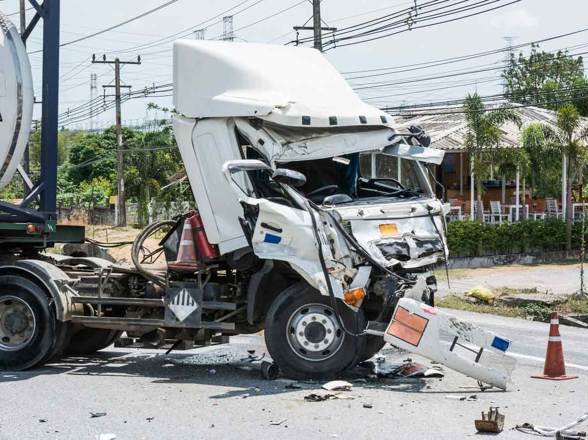 damage of an 18 wheeler after an accident